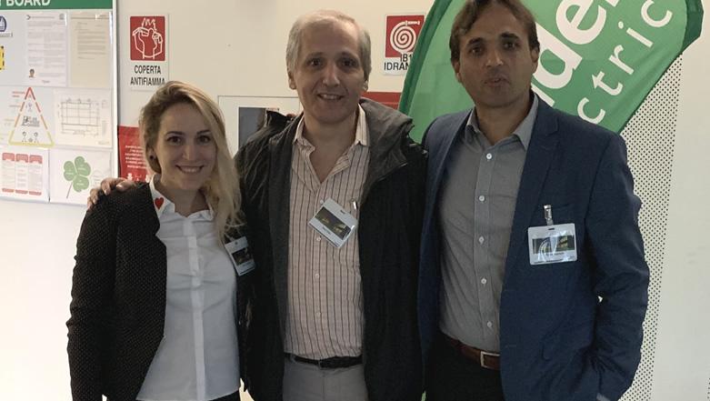 Visita a la planta de aires acondicionado de precisión y pisos técnicos Uniflair de Schneider Electric en Italia